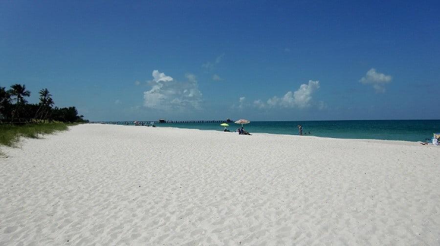 Strand und Pier von Naples, Florida