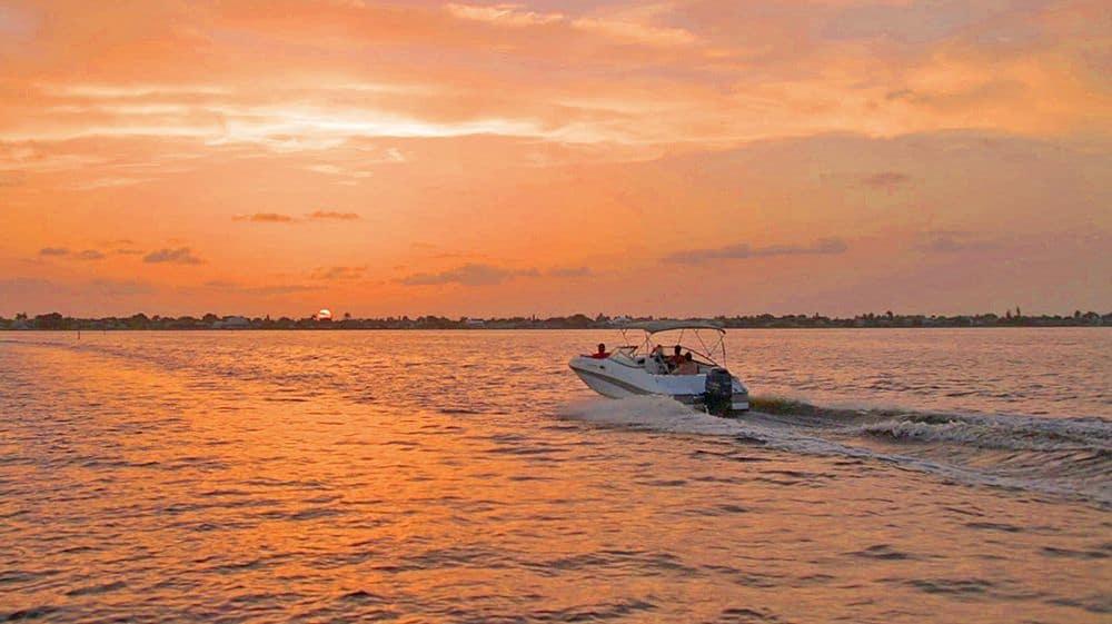 Bootfahren in Cape Coral beim Sunset
