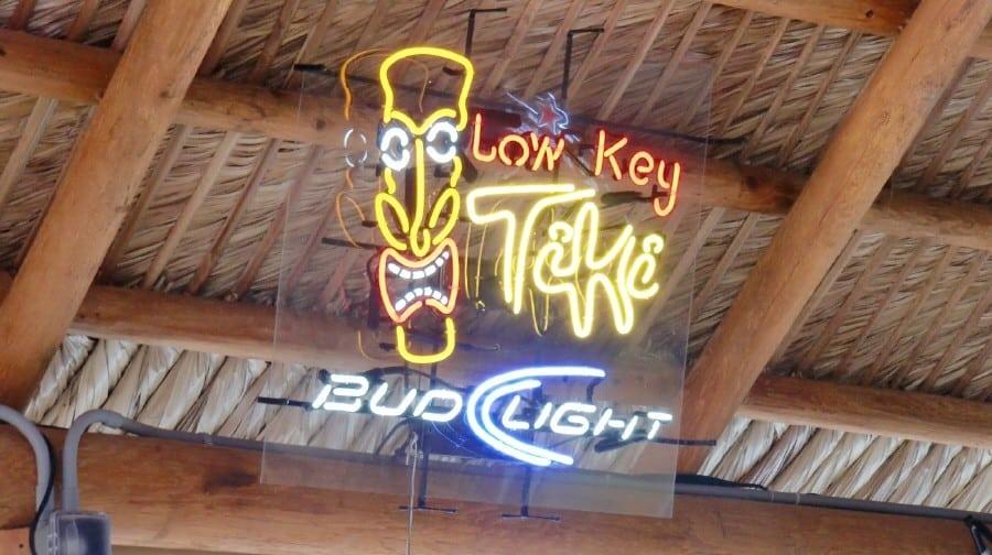 Low Key Tiki - Waterfront Bar auf Pine Island, Florida
