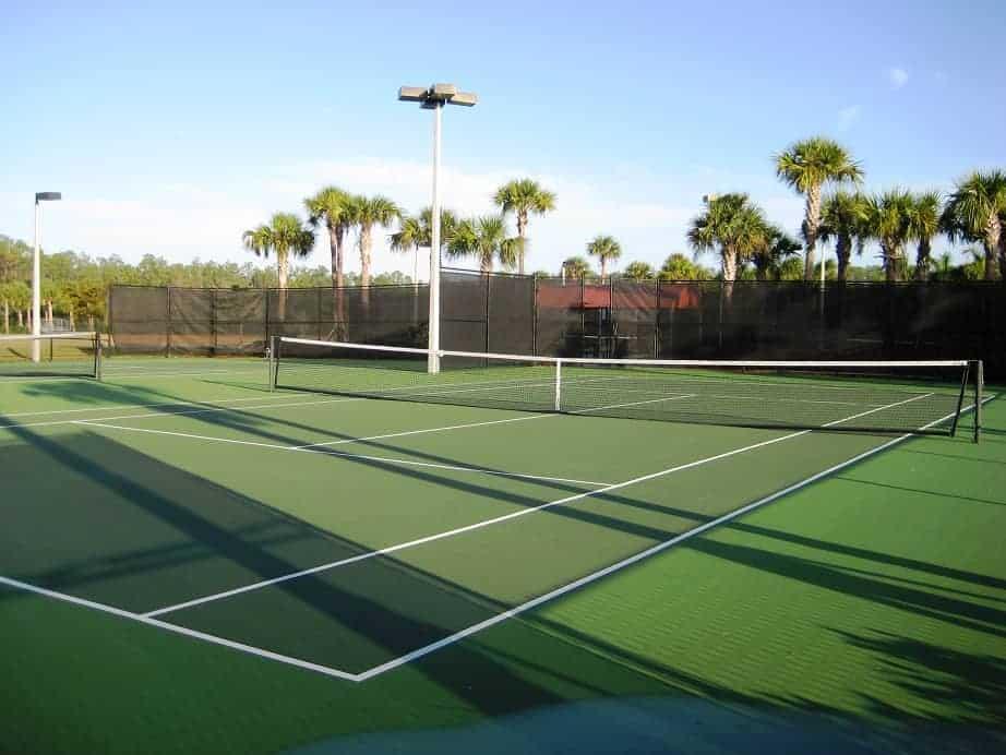 4 Tennisplätze in der Community