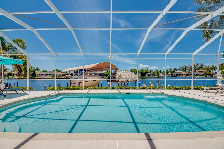 Poolbereich Bild 1